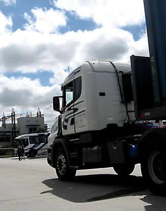 semi-truck-delivery